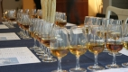1. Whiskyglas i lika perfekta rader likt Nordkoreas militäruppvisningar.