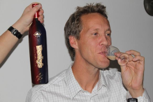 16. Kyrk-Jocke dricker sin favorit.
